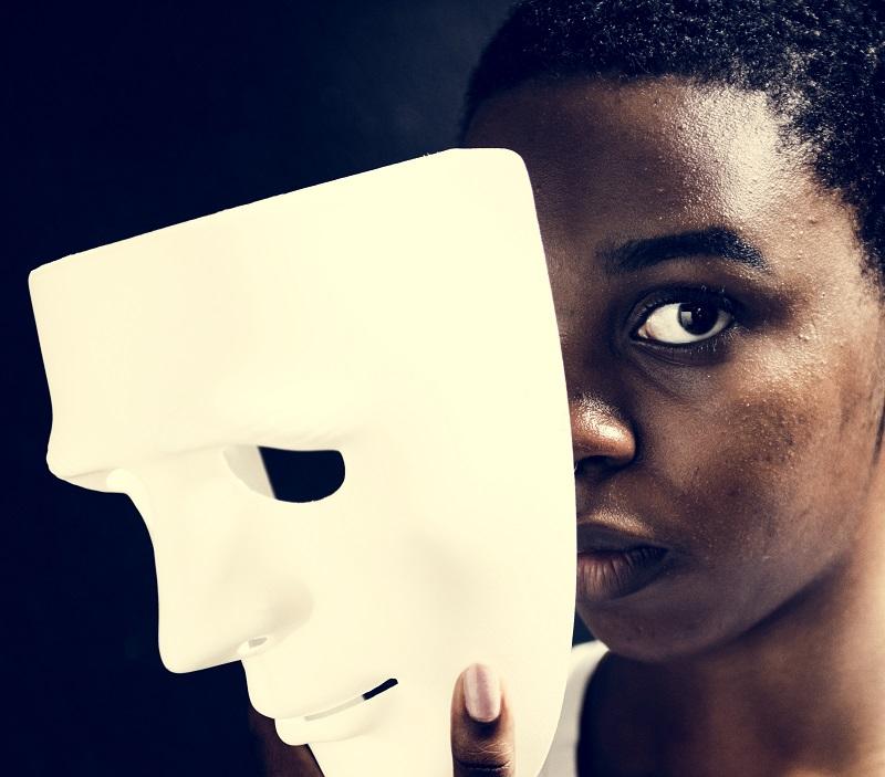 Fara masca se regasi pe sine
